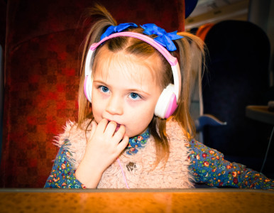 picture-of-scarlett-wearing-headphones