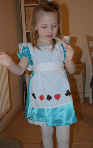 scarlett-dressed-as-alice-in-wonderland