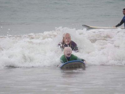 natalie surfing 3